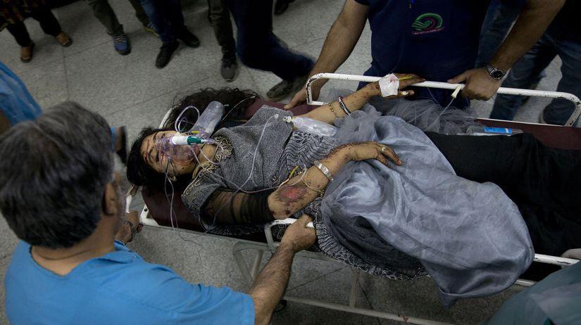 žena, zranená, nehoda, nosidlá