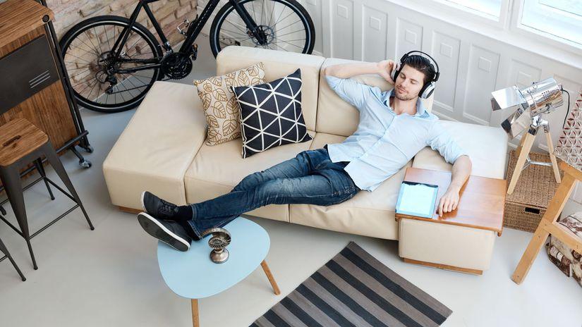 byt, bývanie, muž, obývačka, počúvanie, hudba