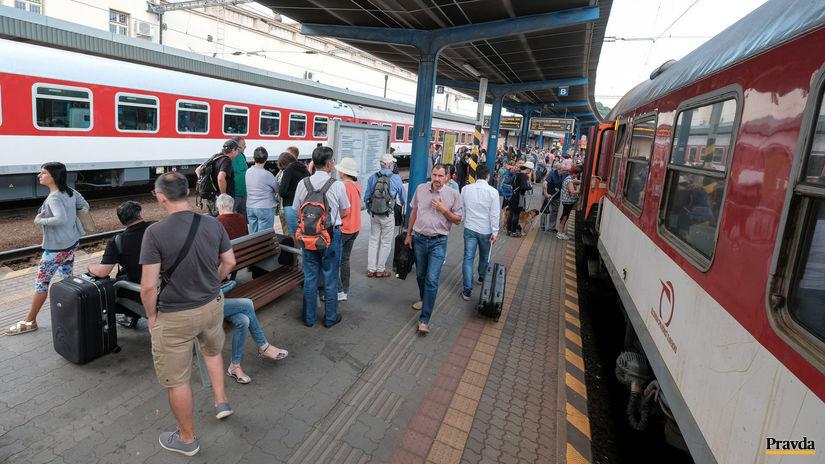 cestovanie turisti zeleznicna železničná...