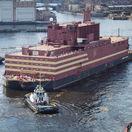 Plávajúci jadrový blok Akademik Lomonosov zakotvil v meste Pevek