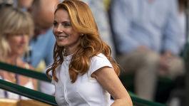 Speváčka Geri Horner na zápase vo Wimbledone.