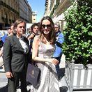 Angelina Jolie prichádza do hotela Crillon v Paríži