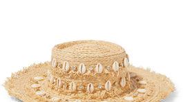Slamený klobúk Aquazurra s dekoratívnymi detailmi, predáva sa za 325 eur.