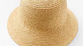 Slamený klobúk Lindex, predáva sa za 24,99 eura.