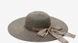 Slamený klobúk Next s detailom stuhy uviazanej do mašle. Predáva sa za 15 eur.