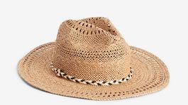 Slamený klobúk Next s detailom zapletanej šnúrky po obvode. Predáva sa za 17 eur.