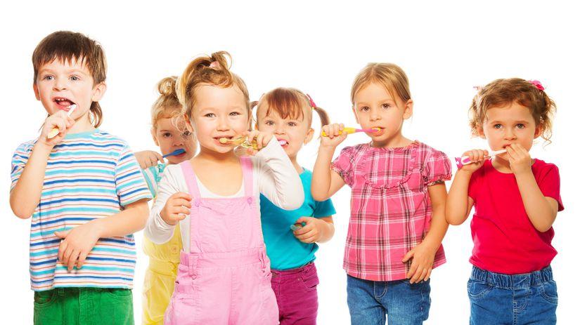 deti, umývanie zubov, zuby, dentálna hygiena,...