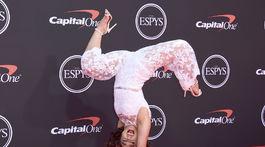 Gymnastka Katelyn Ohashi sa takto predvádzala na červenom koberci.