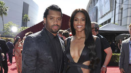 Hráč NFL Russell Wilson z tímu Seattle Seahawks a jeho manželka Ciara prišli spoločne.