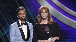 Jednu z cien večera odovzdával Eugenio Derbez a herečka Christina Hendricks.
