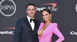Profesionálny golfista Brooks Koepka a jeho partnerka Jena Sims.
