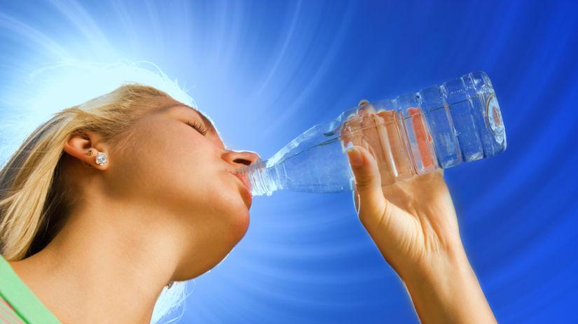 minerálka, voda, pitie, pitný režim, smäd