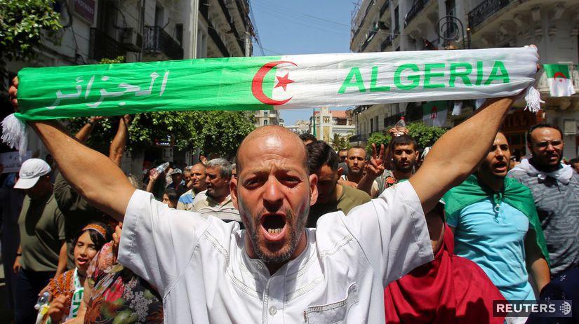 Alžírsko / protest / demonštrácia /