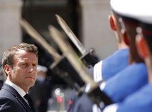 SNS sa nepáčia slová francúzskeho prezidenta Macrona o migrácii