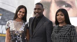 Herec Idris Elba prišiel aj s manželkou Sabrinou Dhowre Elba (vľavo) a dcérou Isan Elba.