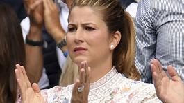 Mirka Federer počas finále Wimbledonu, v ktorom hral jej manžel Roger proti Srbovi Novakovi Djokovicovi.