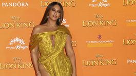 Speváčka Beyonce v kreácii Cong Tri.