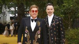 Spevák Elton John a jeho manžel David Furnish.