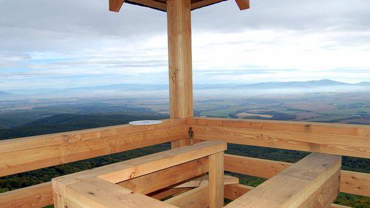 Marhát: Z nudného kopca je turistická atrakcia. Vďaka rozhľadni aj zelenému krížu