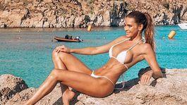 Andrea Verešová pózuje na pláži v odvážnych bikinách!