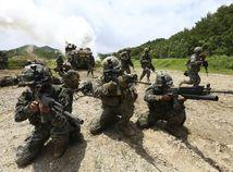 zbrane / vojaci / vojsko / armáda / cvičenie /