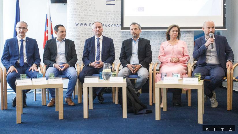 EUROPARLAMENT: Predstavenie slovenských poslancov