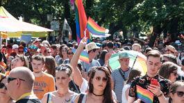 duhový pride 2019, pochod, LGBTI, hviezdoslavovo námestie, bratislava, vlajky