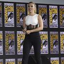 Herečka Scarlett Johansson v kreácii David Koma prišla uviesť film Čierna vdova.