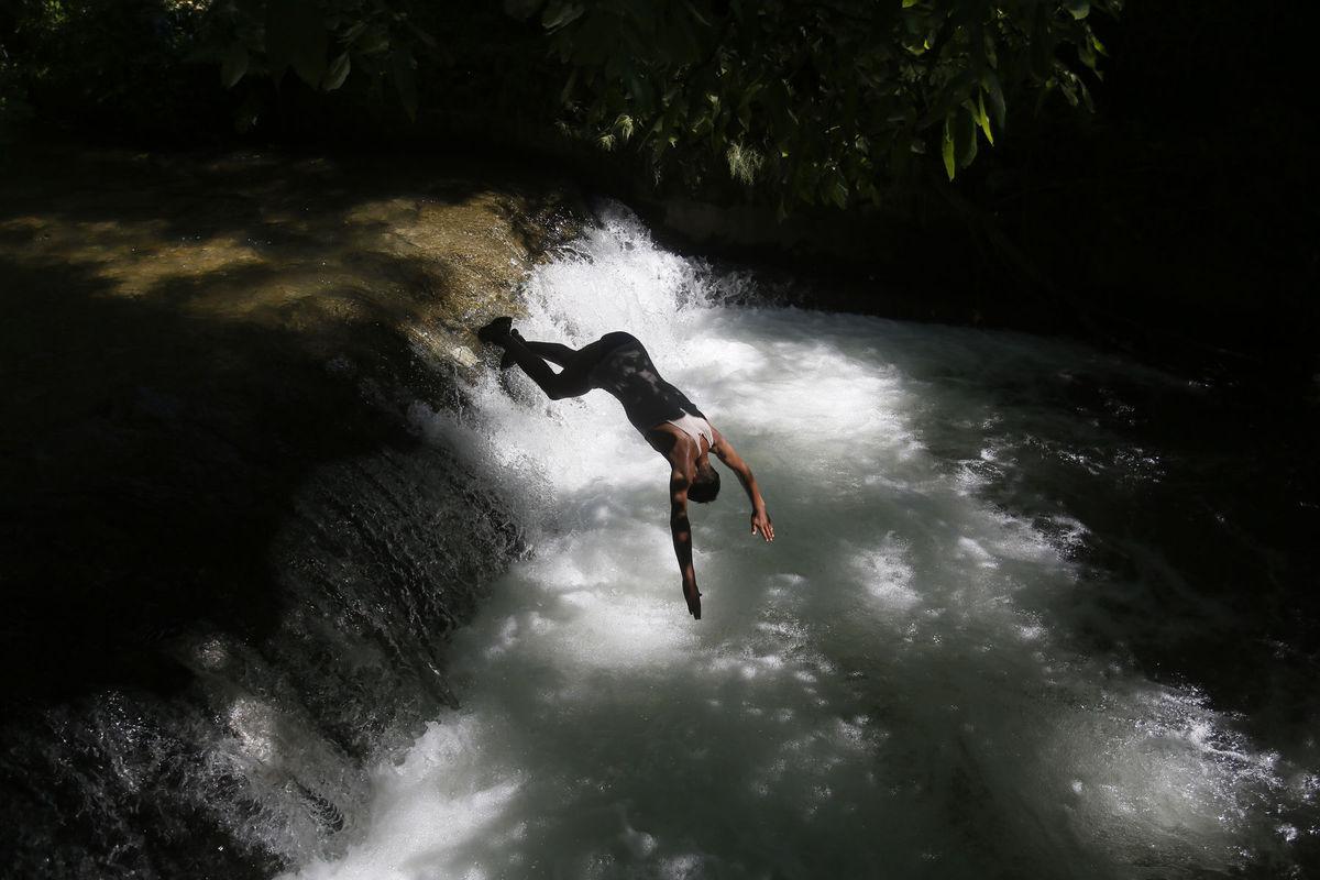 India, Kašmír, potápač, voda, skok, potok, rieka, kúpanie, plávanie