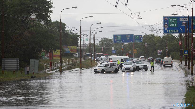 Bratislava počasie dážď búrka doprava záplava