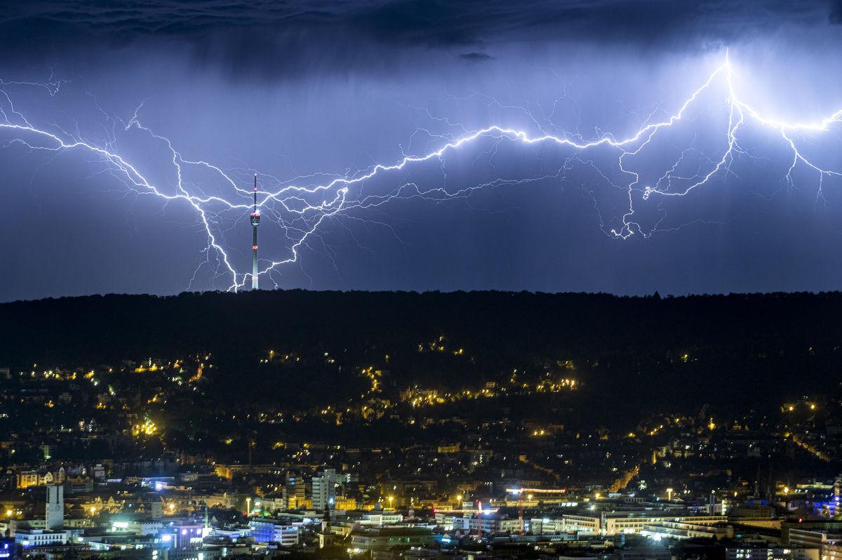 Nemecko počasie búrka blesky