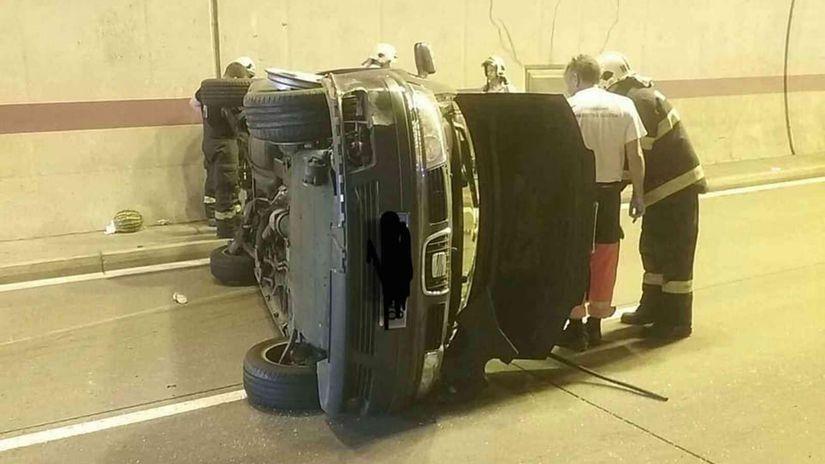nehoda / tunel Sitina / vozidlo / automobil /...
