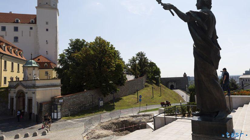 SR Bratislava Parlament Jama Stožiar Vlajka BAX