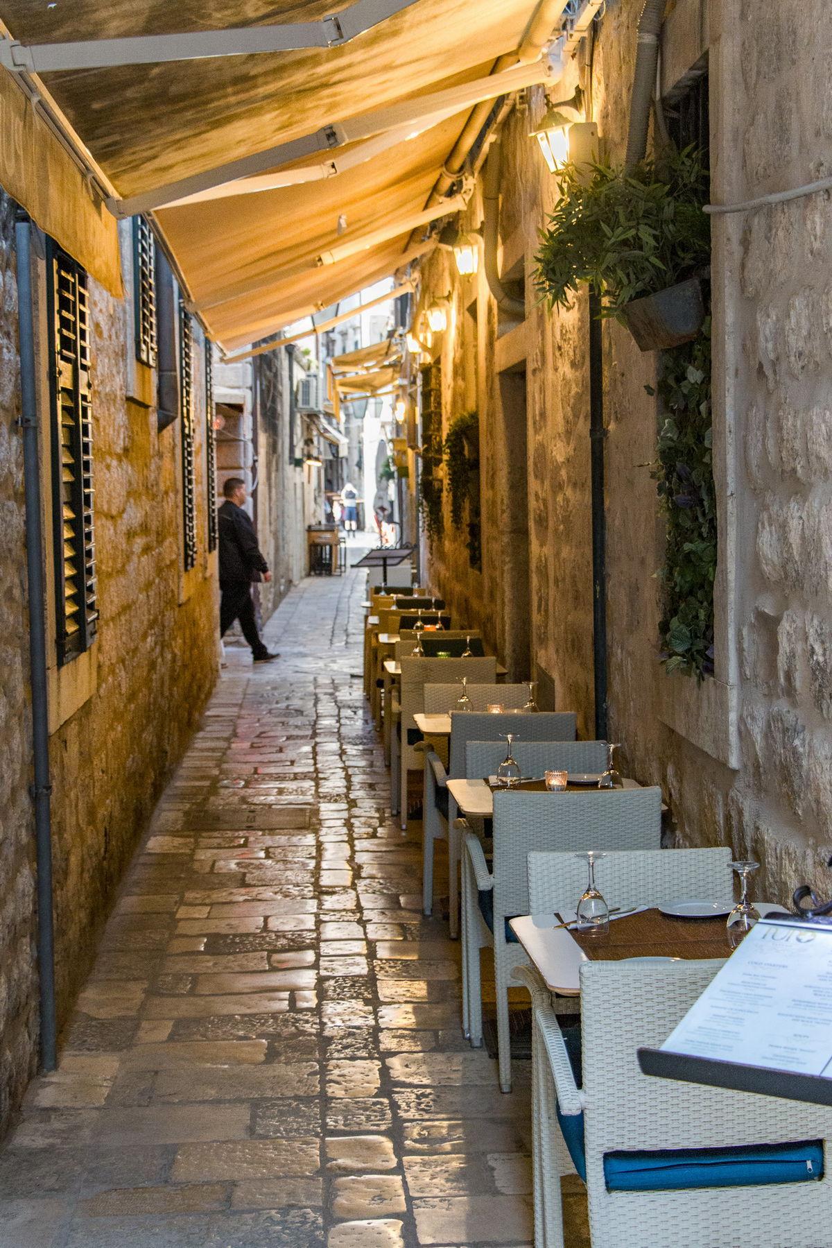 Dubrovnik, večerná ulička