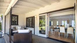 Z jedálne sa dostanú obyvatelia na otvorené patio vo vnútornom dvore.