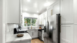 Záber na kuchyňu v dome, ktorý si kedysi prenajímala v Los Angeles vojvodkyňa Meghan Markle.