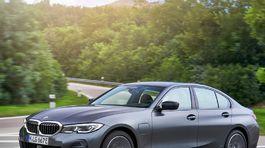 BMW-330e Sedan-2019-1024-22