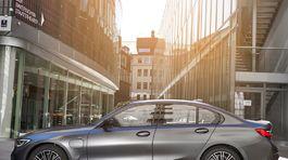 BMW-330e Sedan-2019-1024-26