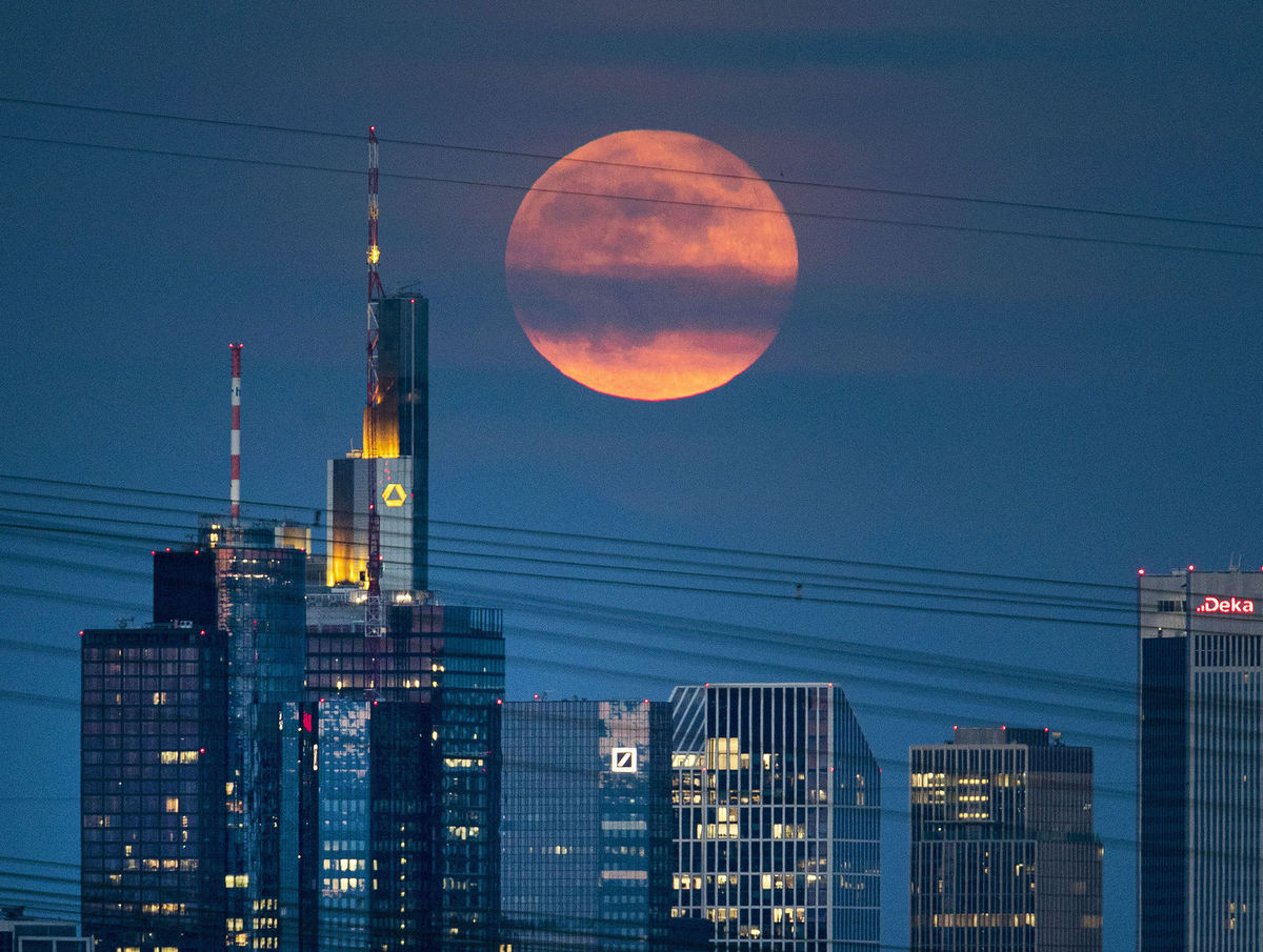 Nemecko, Frankfurt, mesto, mrakodrapy, Mesiac, noc, tma