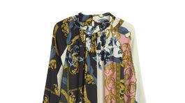 Vzorované šaty Lindex s dlhým rukávom z polyesteru. Predávajú sa za 39,99 eura.
