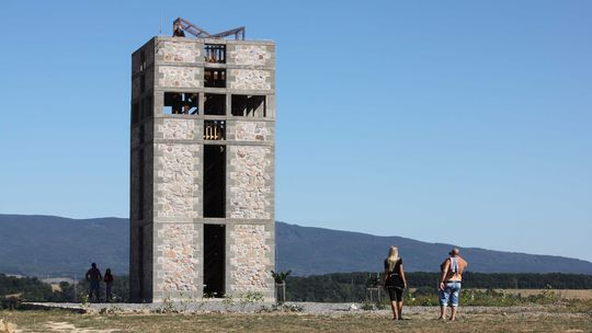 Veža Čerešenka je pamätníkom obrovskej bitky. Aj z roviny núka skvelý výhľad