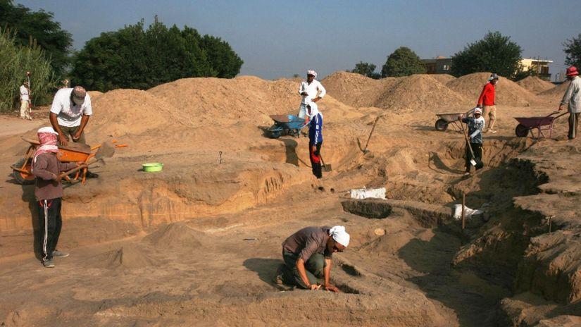 Prace na archeologickom vyskume v plnom prude...