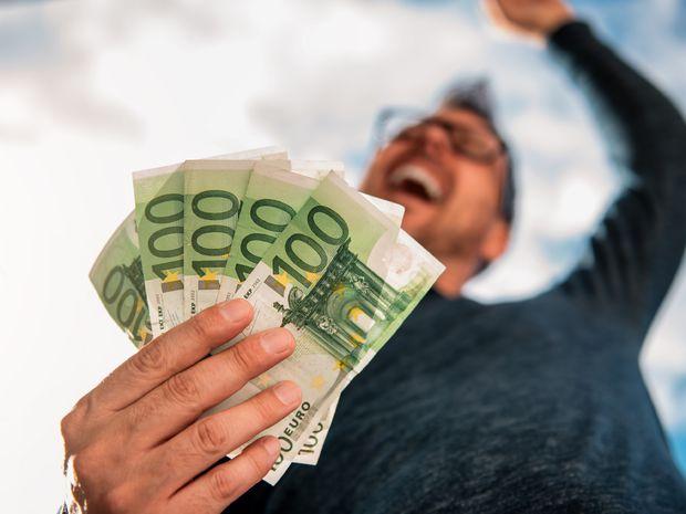 výplata, peniaze, živnostník, dane,