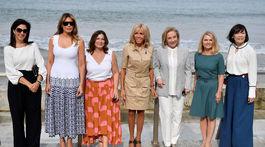 """Prvá dáma Francúzska Brigitte Macron (v strede) a jej """"kolegyne - zľava: manželka prezidenta Svetovej banky Adele Malpass,  prvá dáma USA Melania Trump, manželka austrálskeho premiéra Jenny Morrison, prvá dáma Čile Cecilia Morel, Malgorzata T"""