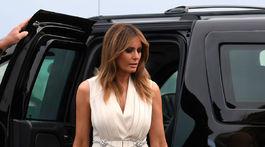 Prvá dáma USA Melania Trump prichádza na pracovnú večeru neďaleko majáka v Biarritzi.