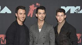 Bratia z formácie Jonas Brothers sa všetci objavili v modeloch z dielne Fendi.