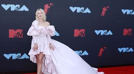 Speváčka Zara Larsson v kreácii Giambattista Valli Haute Couture.