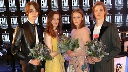 Víťazi súťaže Schwarzkopf Elite Model Look 2019 - zľava: Slováci Andrej Chamula a Charlotta Kušnírová, Česi Klára Binderová a Sebastián Klimeš.