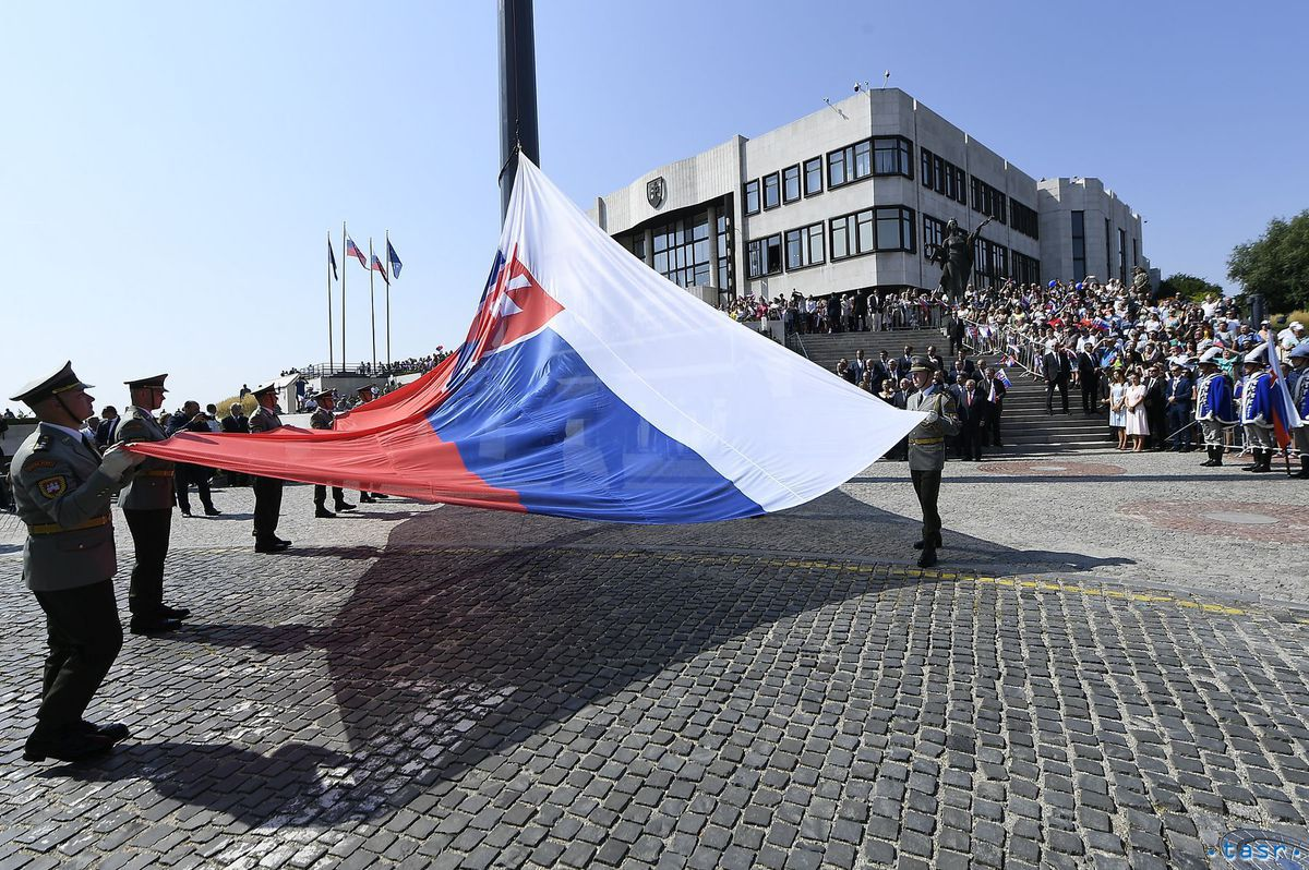 vlajka, deň otvorených dverí, stožiar