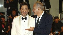 Herci Edgar Ramirez (vľavo) a Olivier Assayas pózovali spoločne.